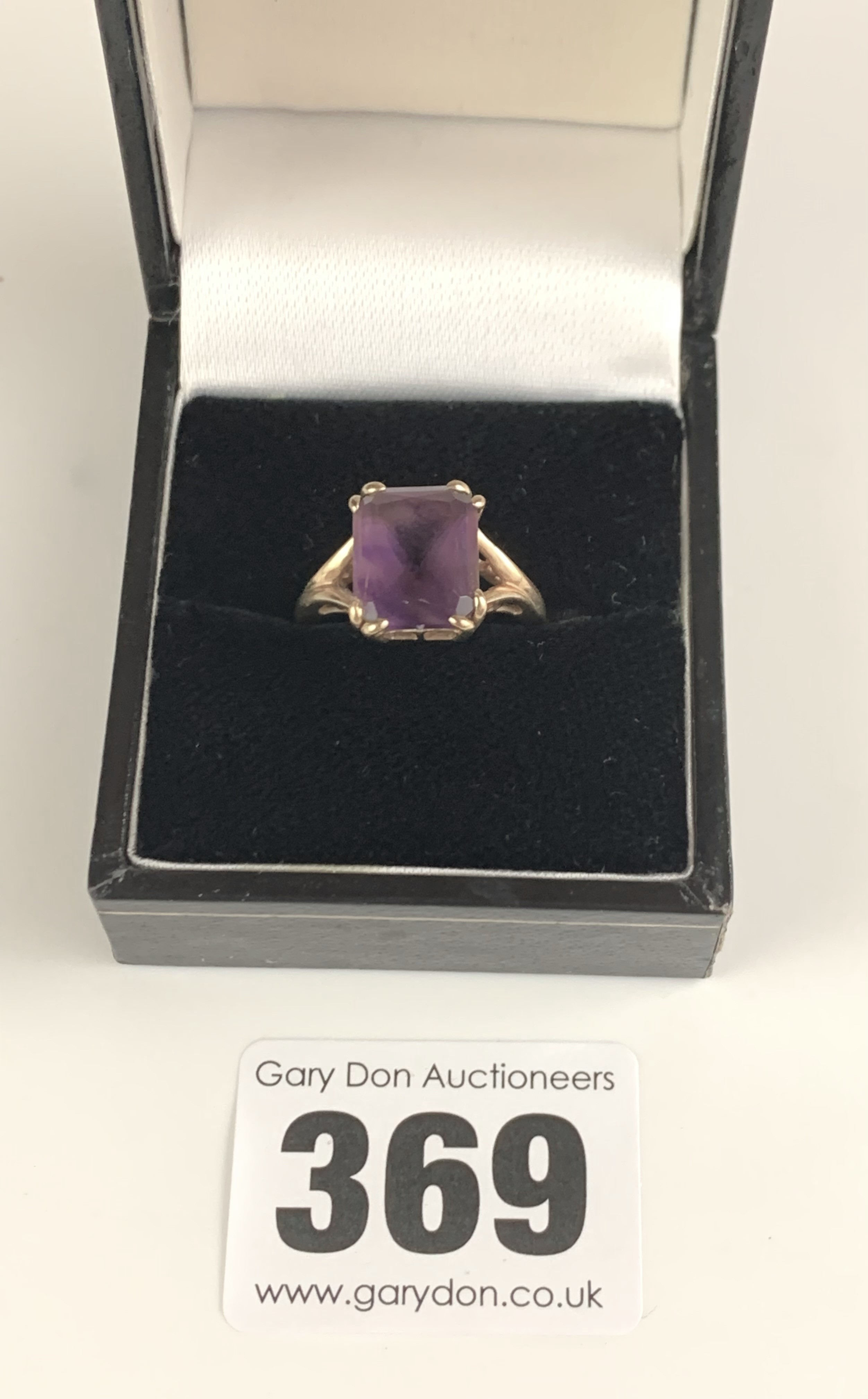 9k gold ring with purple stone, size L, w: 2.6 gms