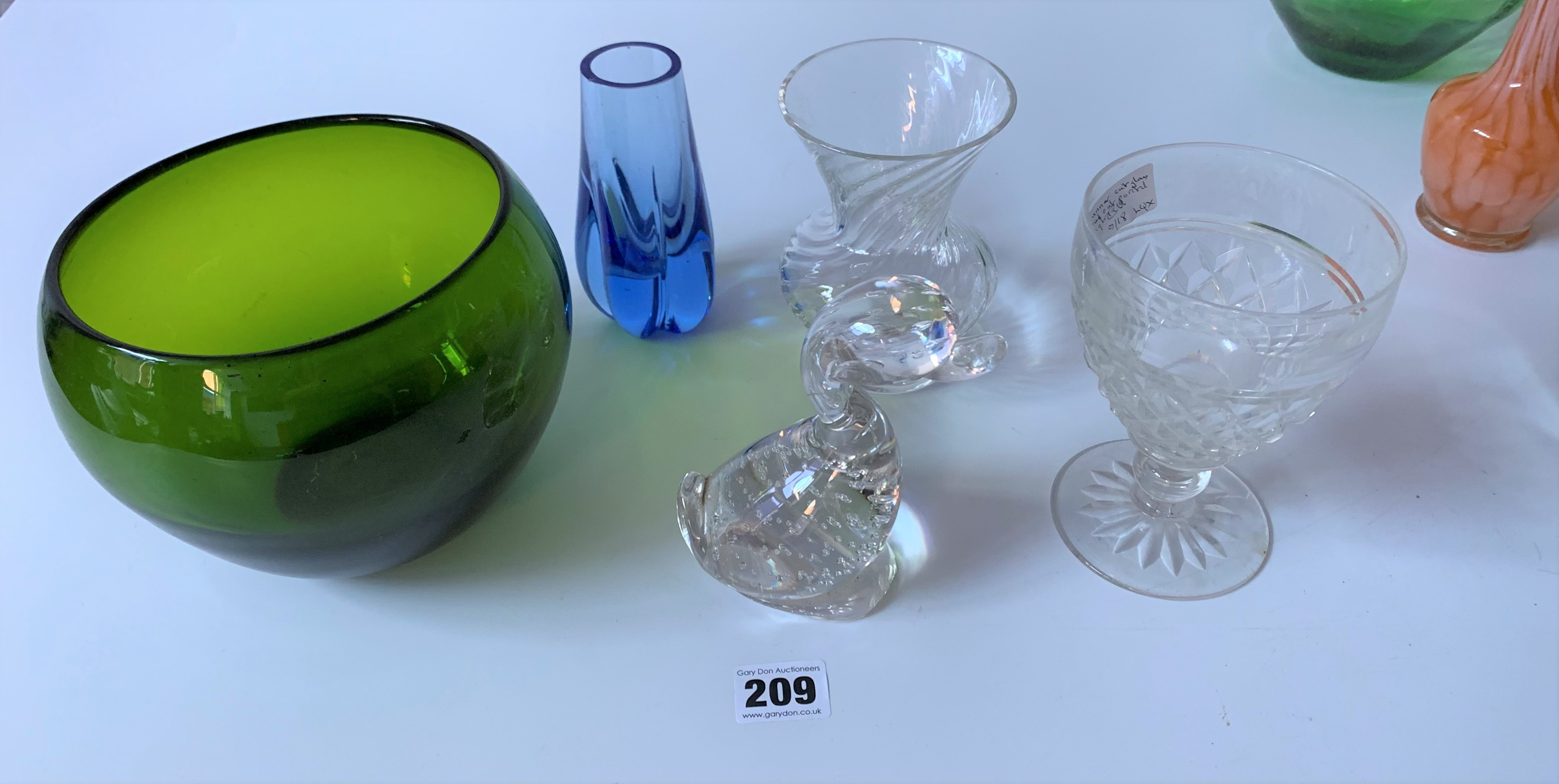Assorted coloured and etched glassware - Image 3 of 5