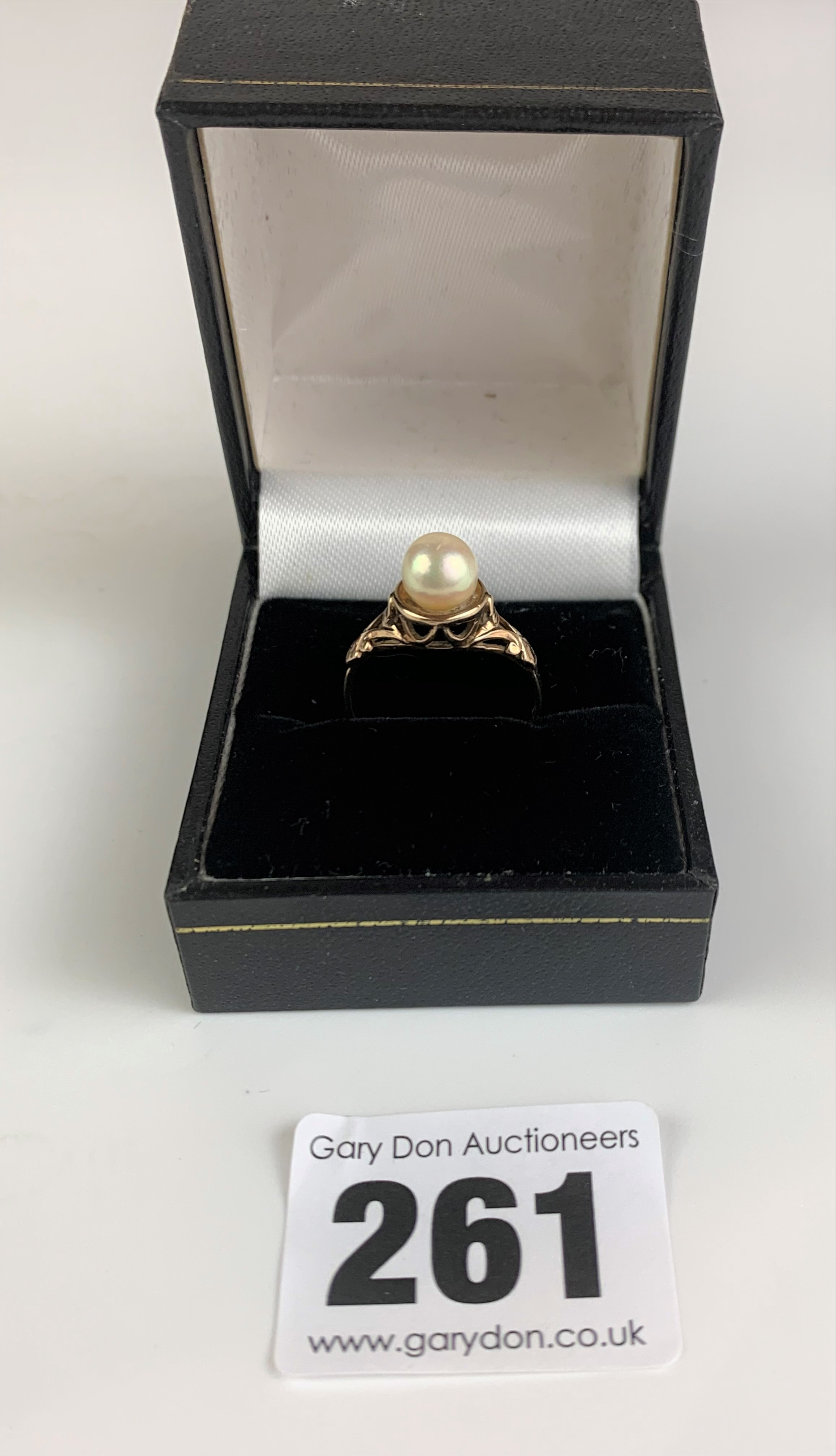 9k gold and pearl ring, size M, w: 2.4 gms