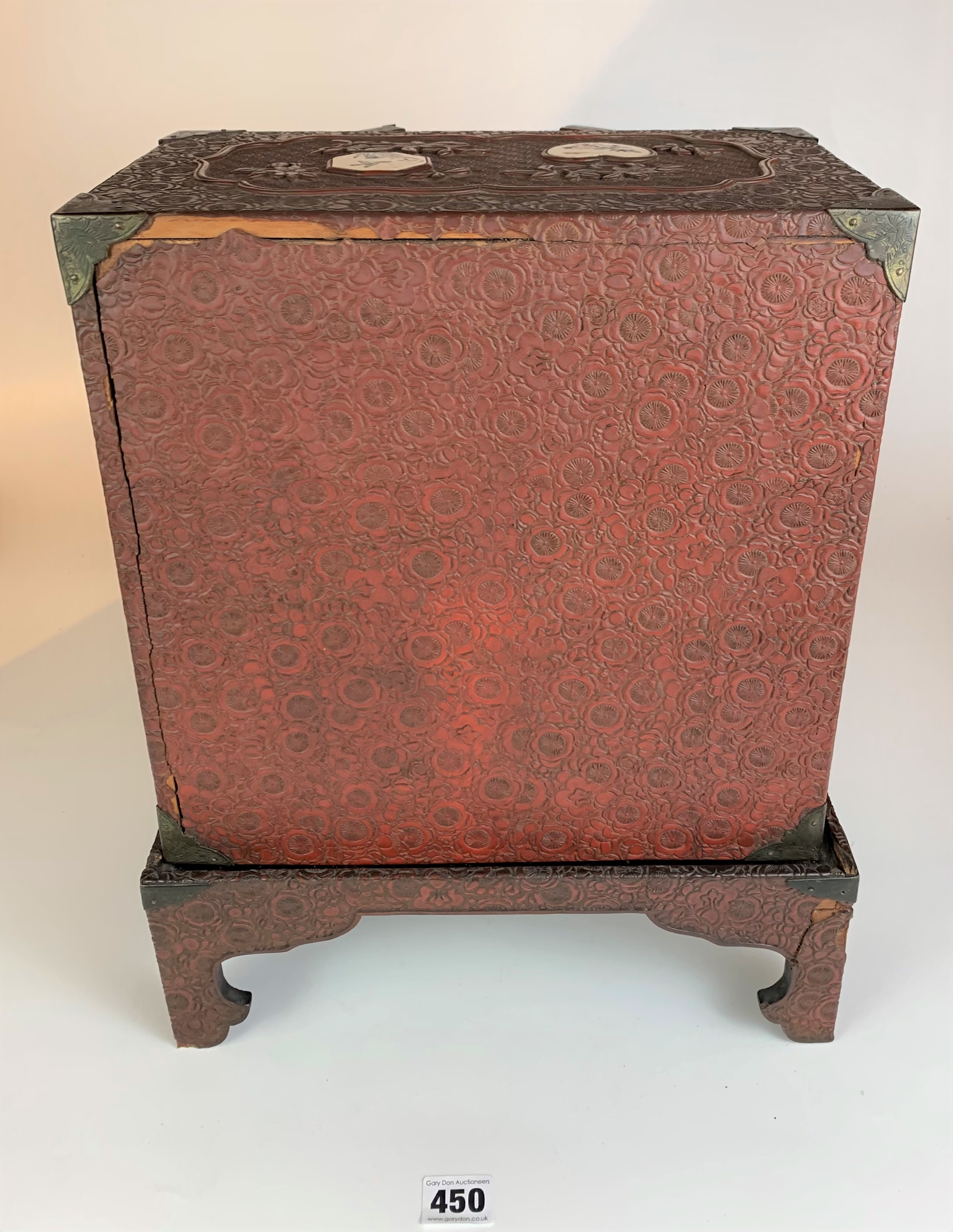 Small Japanese carved red cinnabar lacquer table cabinet with 8 Satsuma plaques on a matching stand. - Image 8 of 11