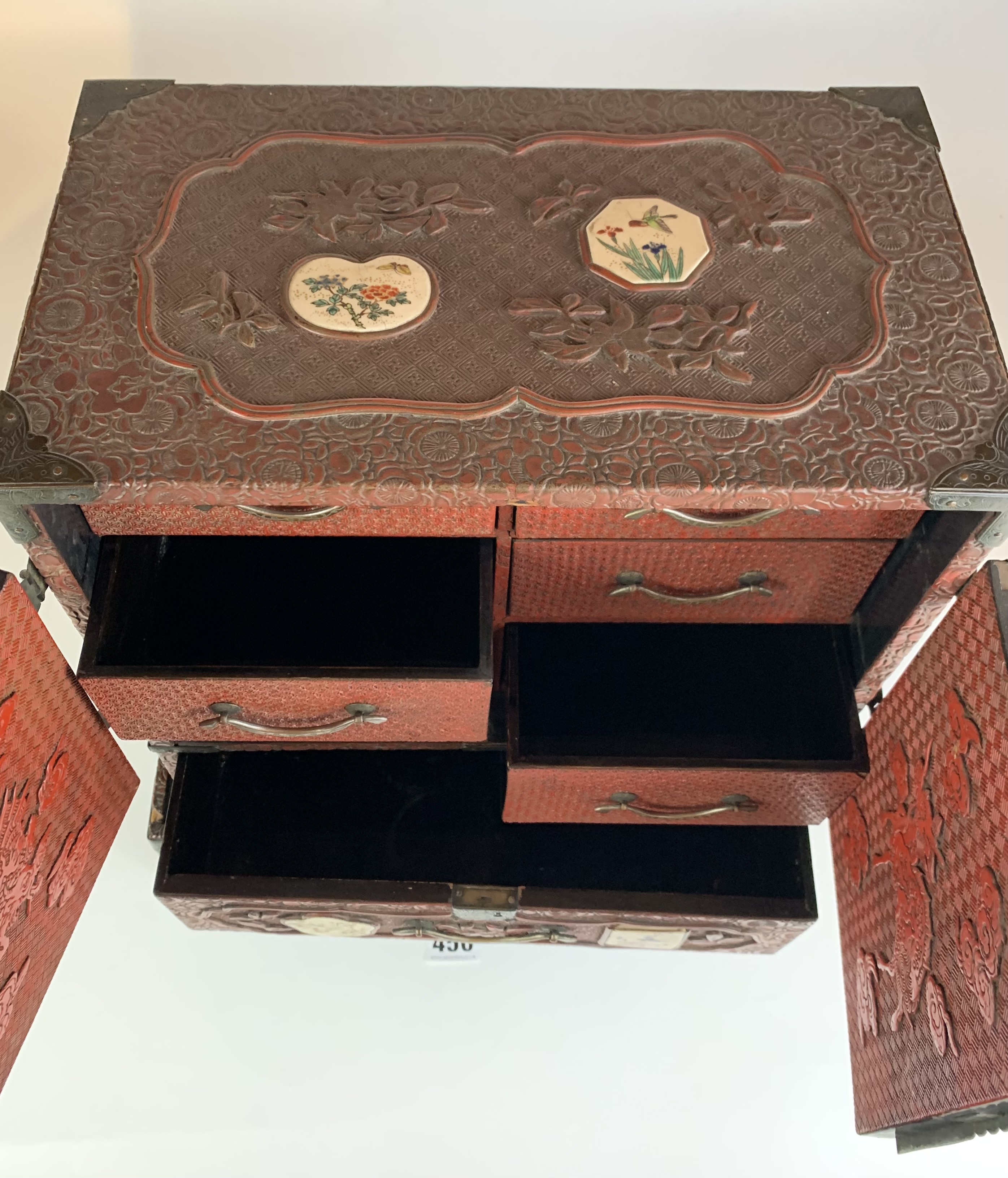 Small Japanese carved red cinnabar lacquer table cabinet with 8 Satsuma plaques on a matching stand. - Image 6 of 11