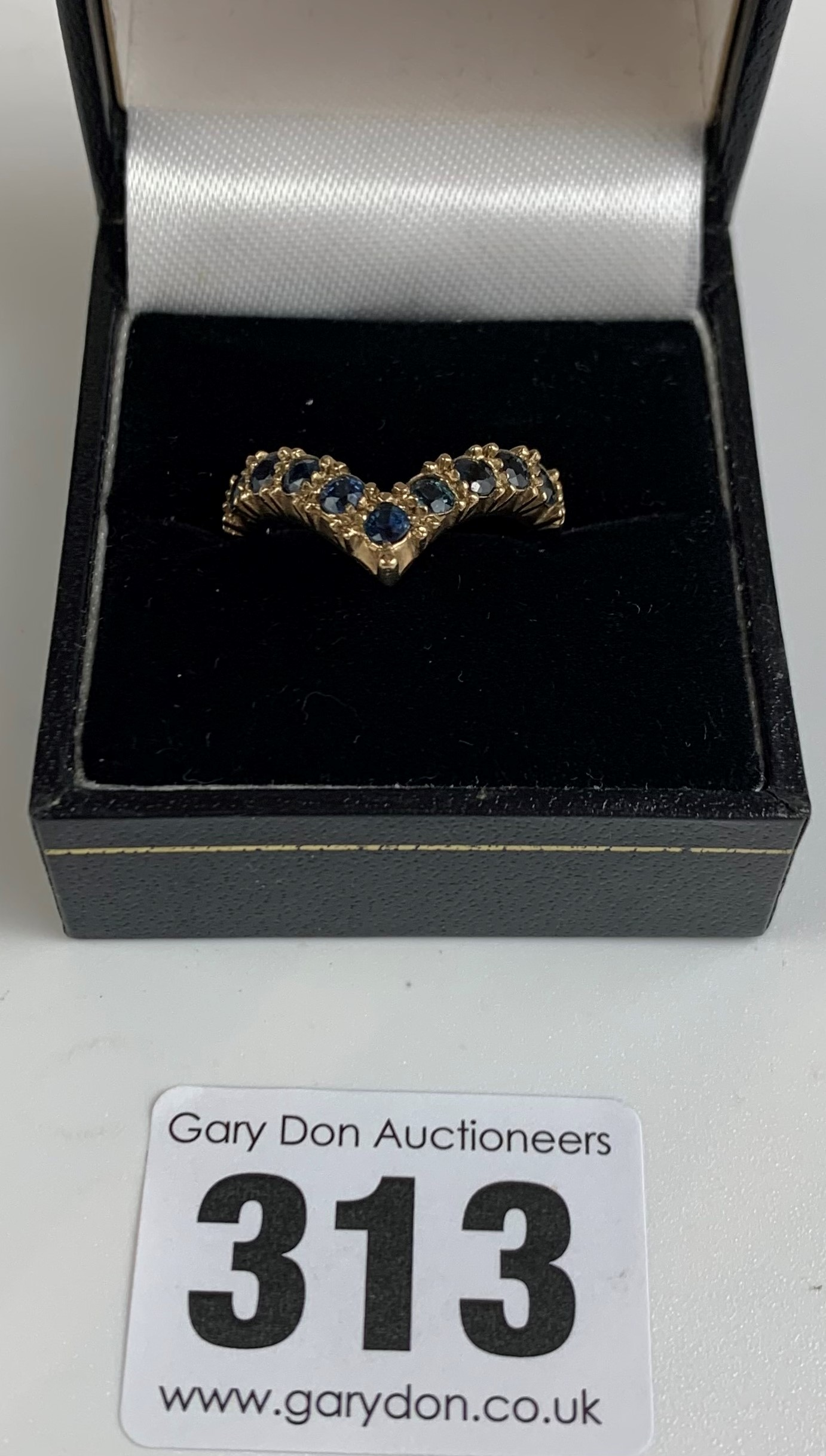 9k gold and blue stone wishbone ring, size N/O, w: 3.5 gms - Image 2 of 7