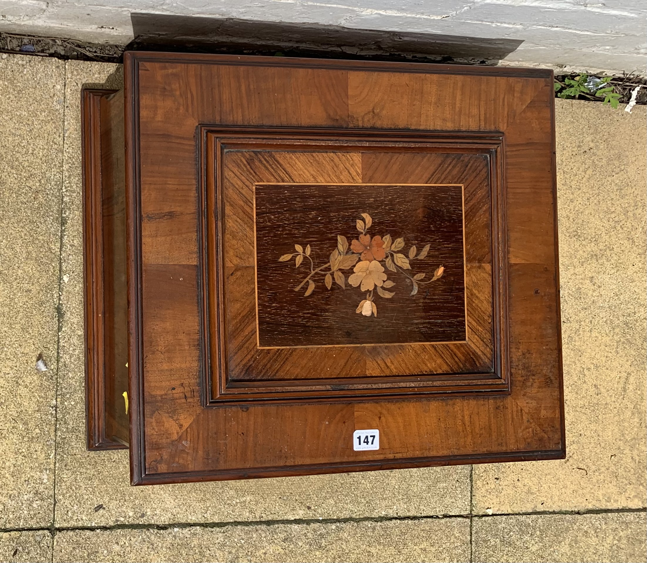"""Antique Polyphon music box in inlaid box, 21"""" long x 18"""" wide with 8 discs. Working - Image 2 of 15"""