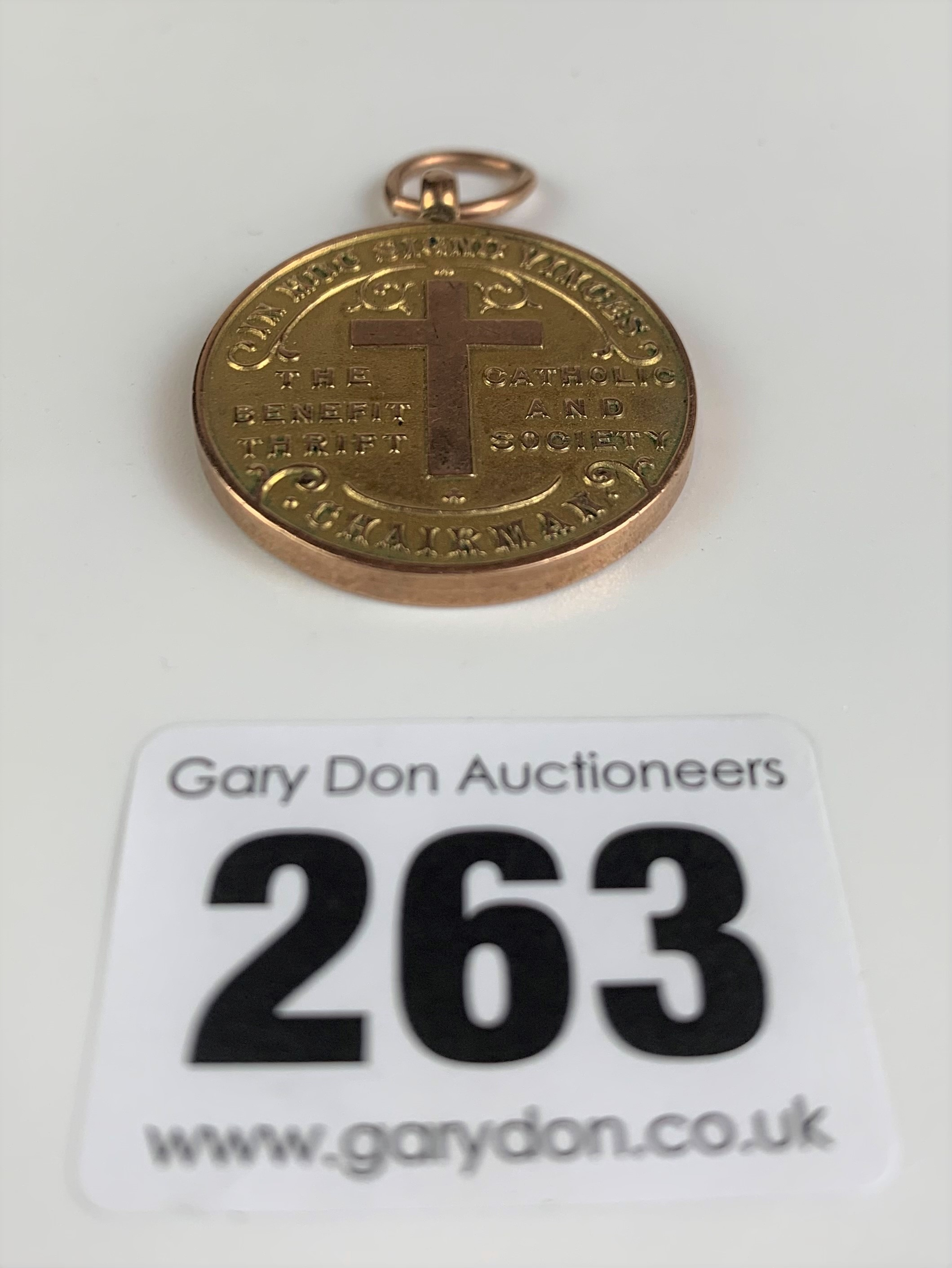 """9k gold medal """"The Catholic Benefit and Thrift Society"""", presented in 1930. Diameter 1.25"""", w: 19 - Image 2 of 5"""