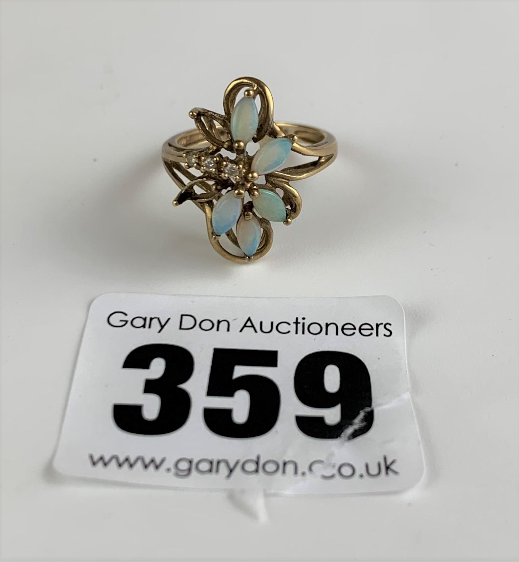 9k gold ring with opal flower design, size K, w: 2.6 gms - Image 3 of 5
