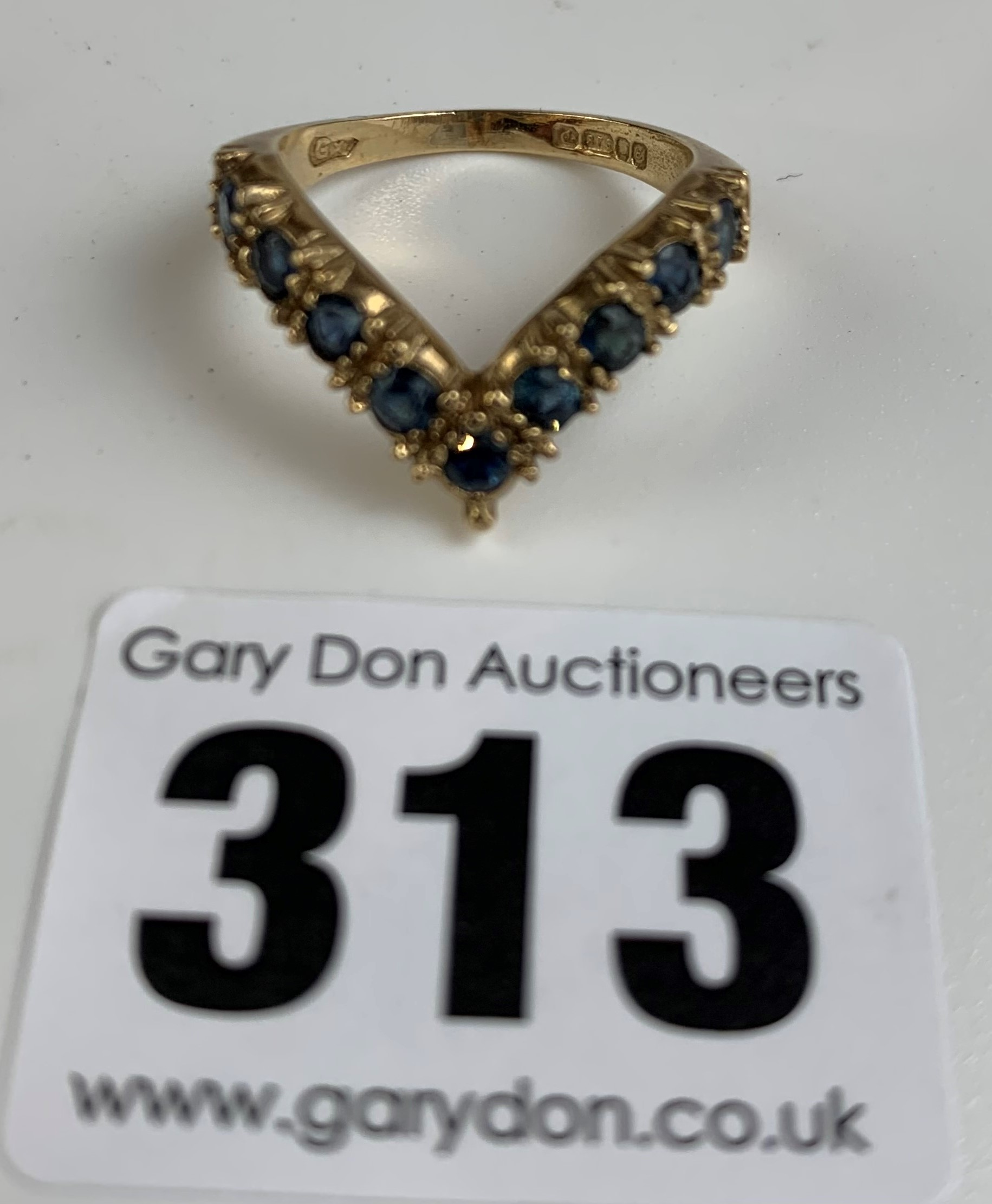 9k gold and blue stone wishbone ring, size N/O, w: 3.5 gms - Image 3 of 7