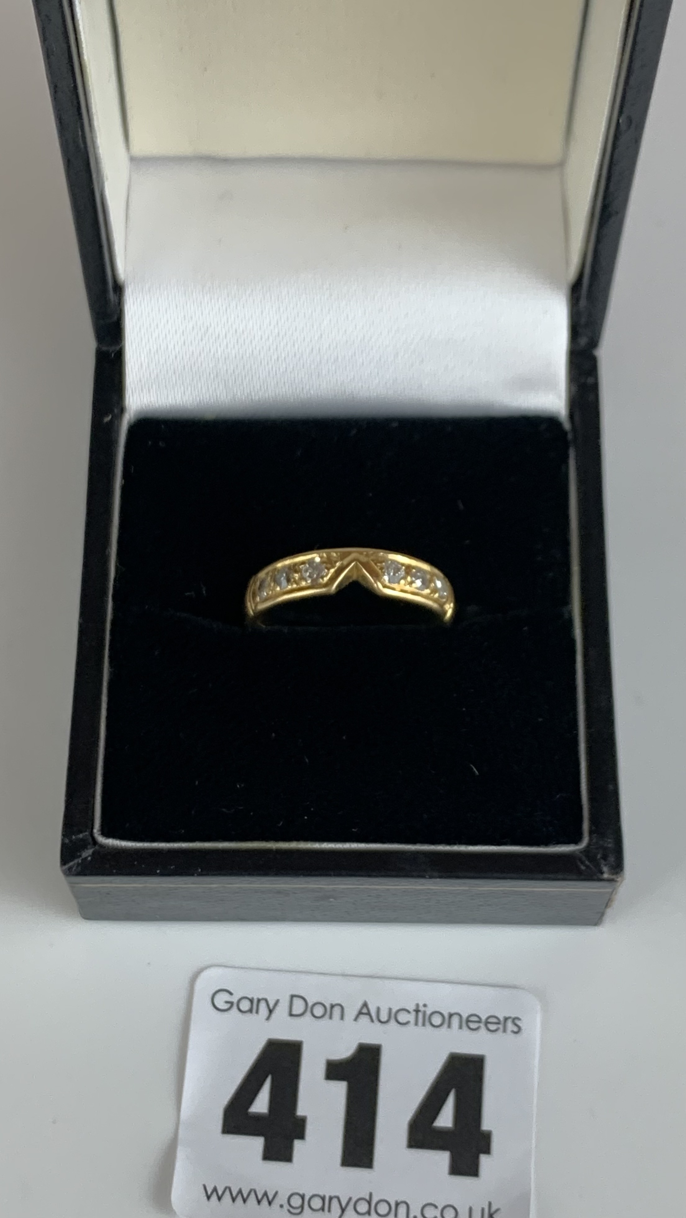 Unmarked ring with diamond chips, size G/H, w: 4.2 gms