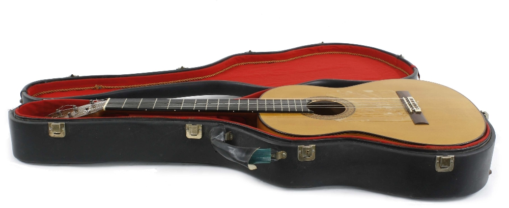 1976 Manuel Reyes Flamenco guitar, made in Cordoba, Spain; Back and sides: cypress; Top: spruce with - Image 3 of 3