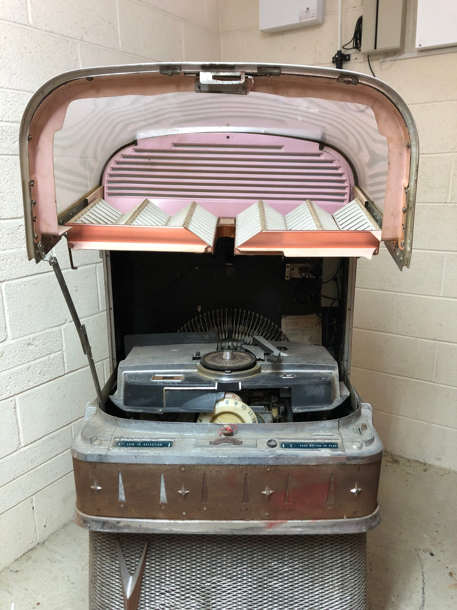 """Rare 1950s Bal-AMi 200 Jukebox in """"Barn Find"""" condition and in need of complete restoration, - Image 16 of 27"""