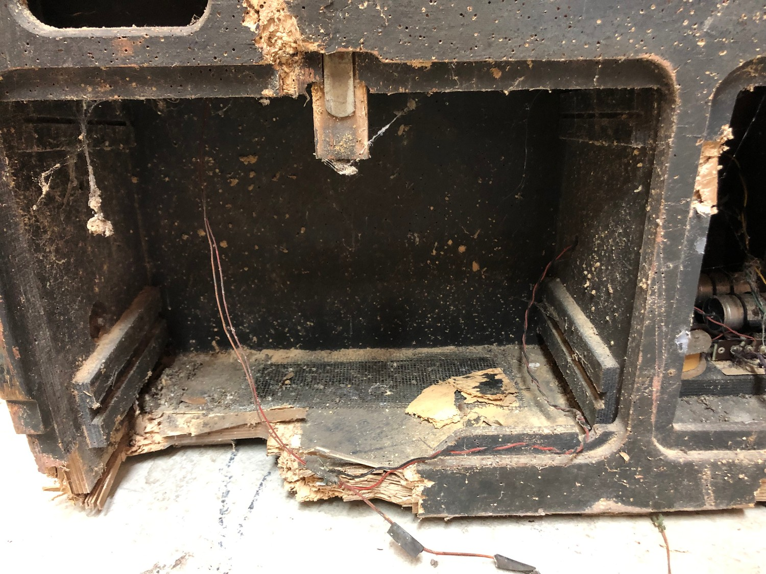 """Rare 1950s Bal-AMi 200 Jukebox in """"Barn Find"""" condition and in need of complete restoration, - Image 8 of 27"""
