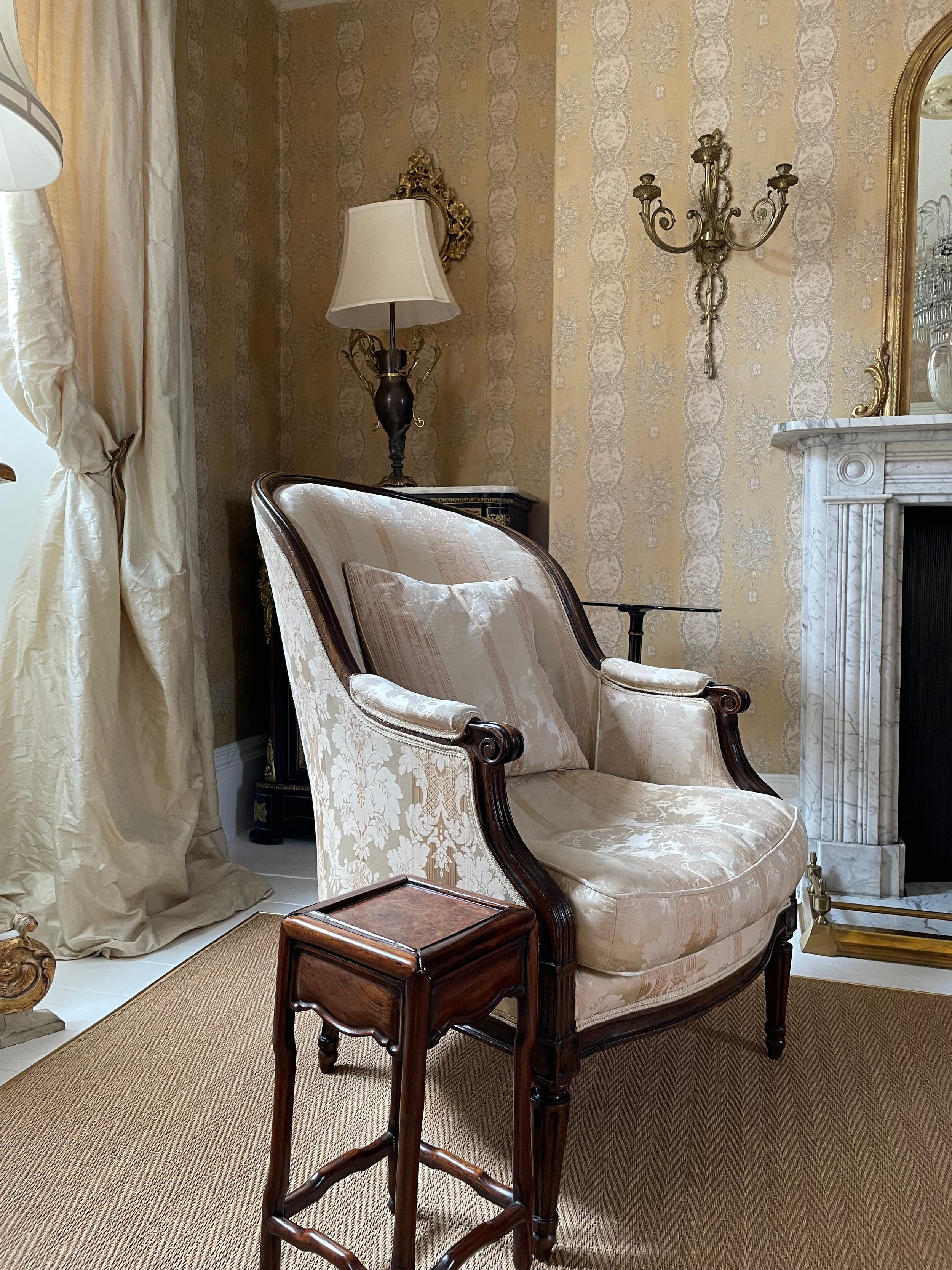 Late 18th century French walnut framed armchair, with damask upholstery with scrolling arms and - Image 3 of 3
