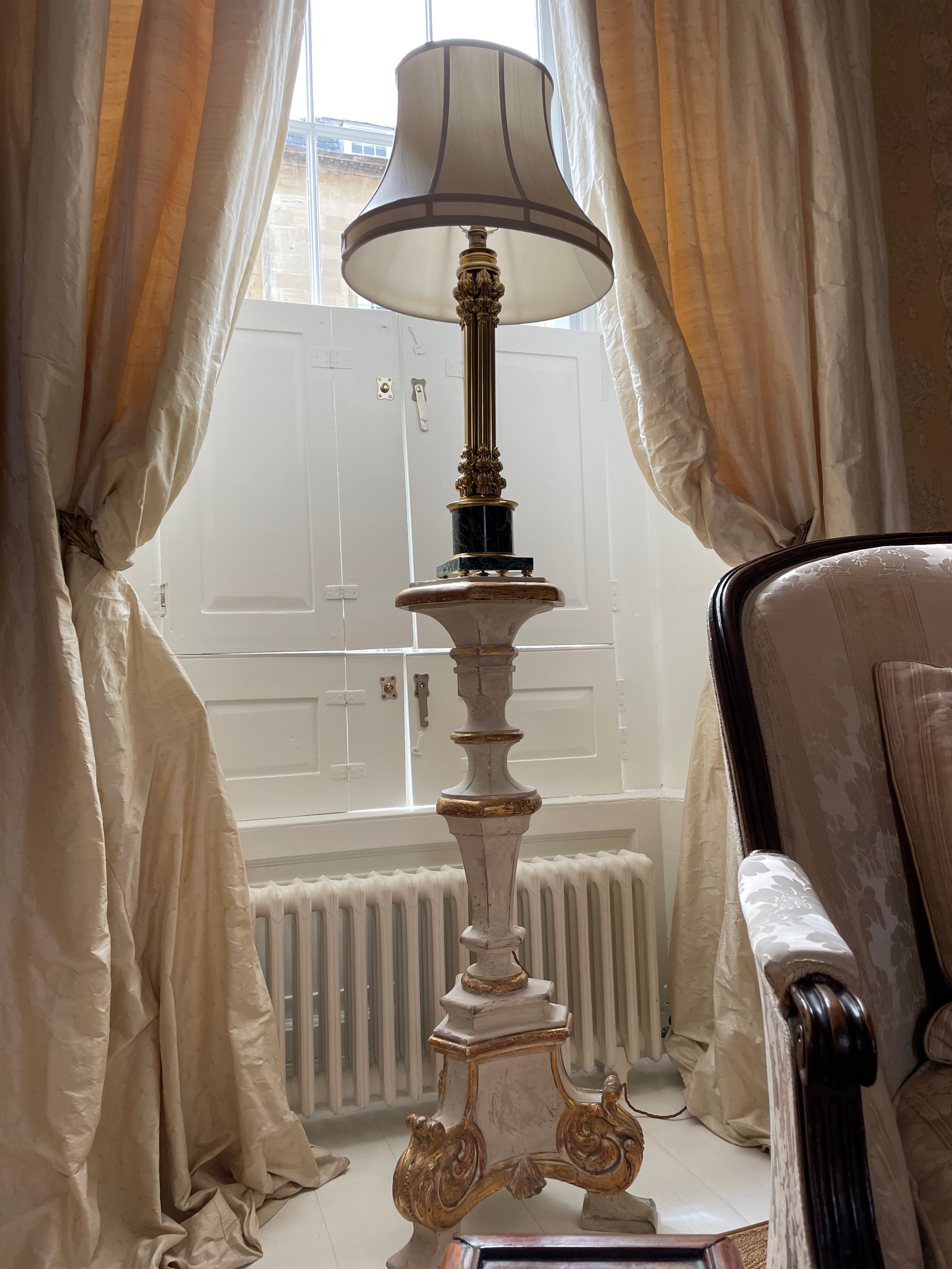 """Good large decorative pair of French gilt metal and marble cluster column lamps, with shades, 35"""" - Image 3 of 3"""