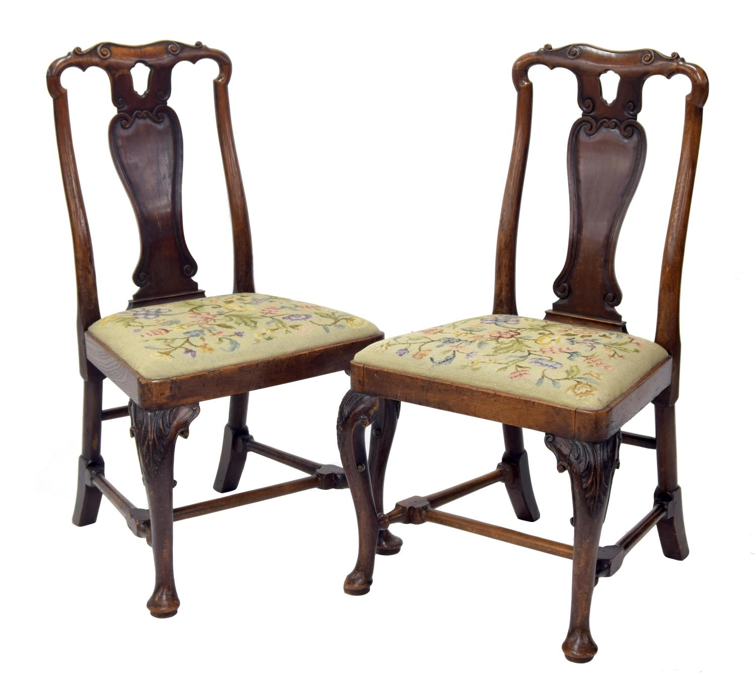 Good pair of early 18th century cherry side chairs of Chinese influence, eachwith curved vase