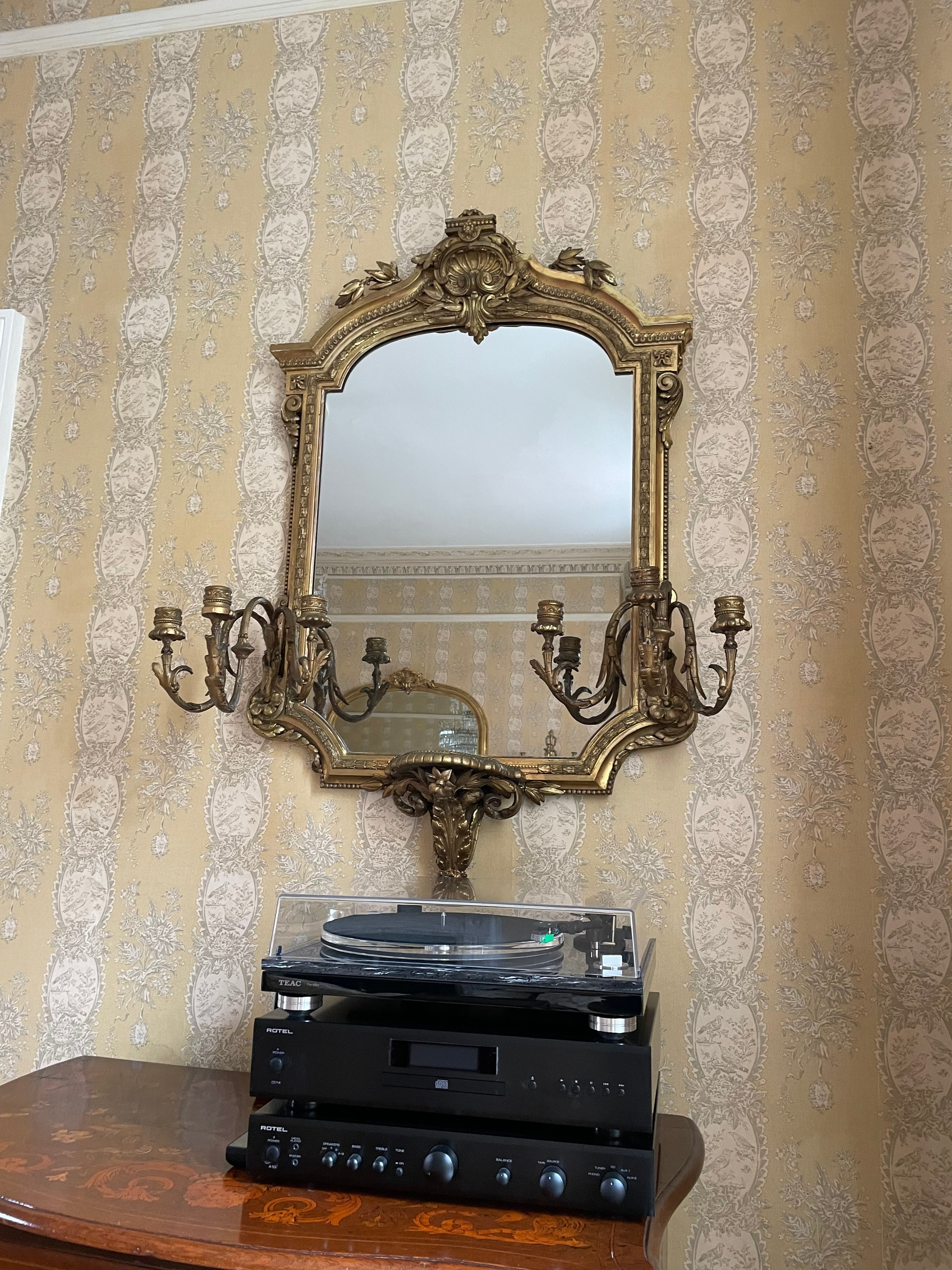 Good 19th century giltwood and gesso girandole mirror, the arch top moulded frame with a shell - Image 3 of 3