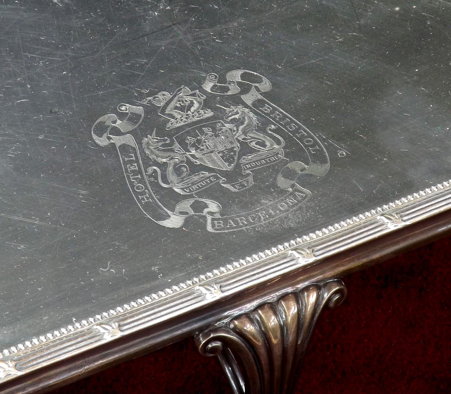 Large silver plated hot plate serving stand, with engraved crest for ?Hotel Bristol Barcelona?, with - Image 3 of 3