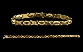 Contemporary 9ct Gold O and X Designed Bracelet with Good Clasp. Fully Hallmarked for 9.375.