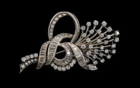 18ct White Gold - Superb Quality 1950's Modern Brilliant Cut and Baguette Diamond Set Brooch,