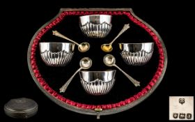 Victorian Period - Superb Cased Set of 4 Sterling Silver Salts and Spoons ( 4 ) of Bowl Form with