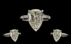 Ladies - Attractive Platinum / Iridium Single Stone Diamond Ring.