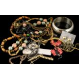Mixed Vintage & Costume Jewellery, comprising wooden bead necklace 66 cm length; jet glass and