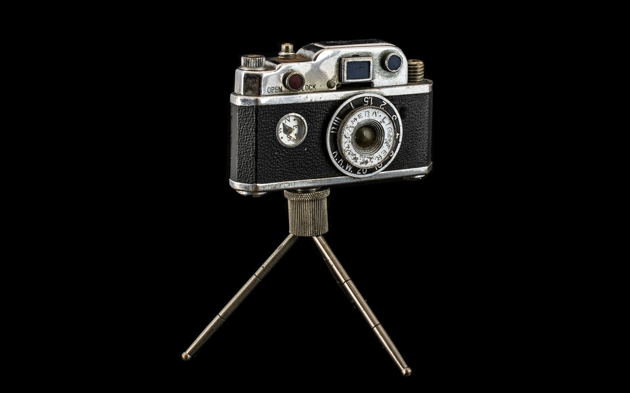 1950s Lighter In The Form Of A Camera, a desk top lighter, on tripod feet, in imitation of a vintage