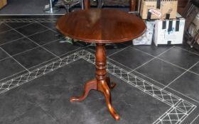 Antique Tilt Top Dark Oak Table, measures 29'' (74 cm) high and 27'' (68 cm) diameter approx. Good