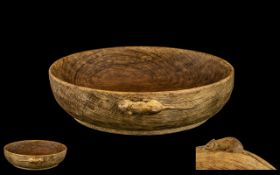 Mouseman: Thompson of Kilburn Carved Oak Small Mazer Bowl with signature mouse carved to outer edge,