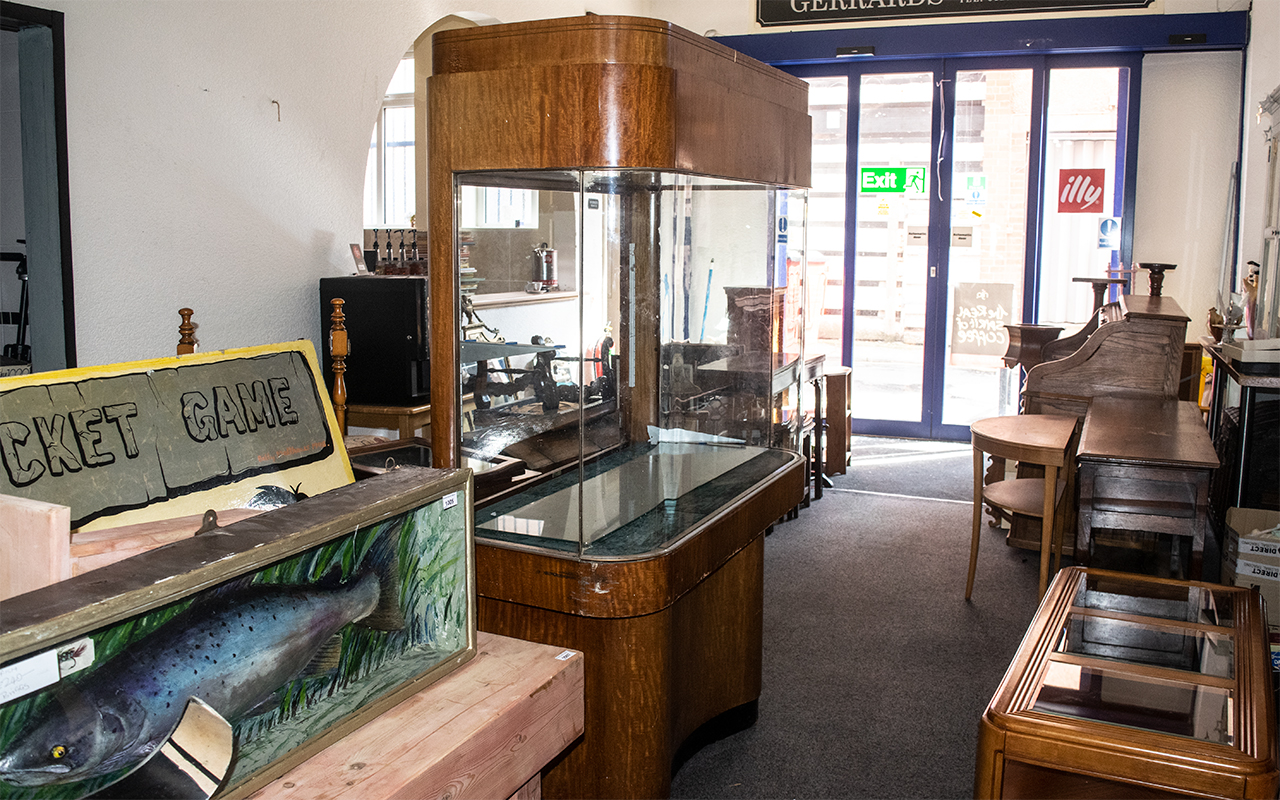 Large Art Deco Fish Tank Shop Display Cabinet, of unusual form, with shaped sides, supported by a - Image 2 of 2