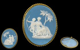 Wedgwood - Superb Quality 18ct Gold Jasper Ware Cameo Medallion Brooch of Large Proportions. c.