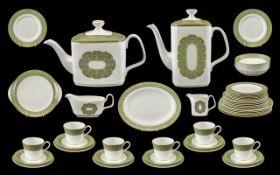 Royal Doulton 'Sonnet' Dinner/Tea Service Pattern No. H5012. Comprises 6 x 10.