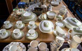 Royal Doulton 'Sonnet' Dinner/Tea Service Pattern No. H5012. Comprising: 8 x 10.