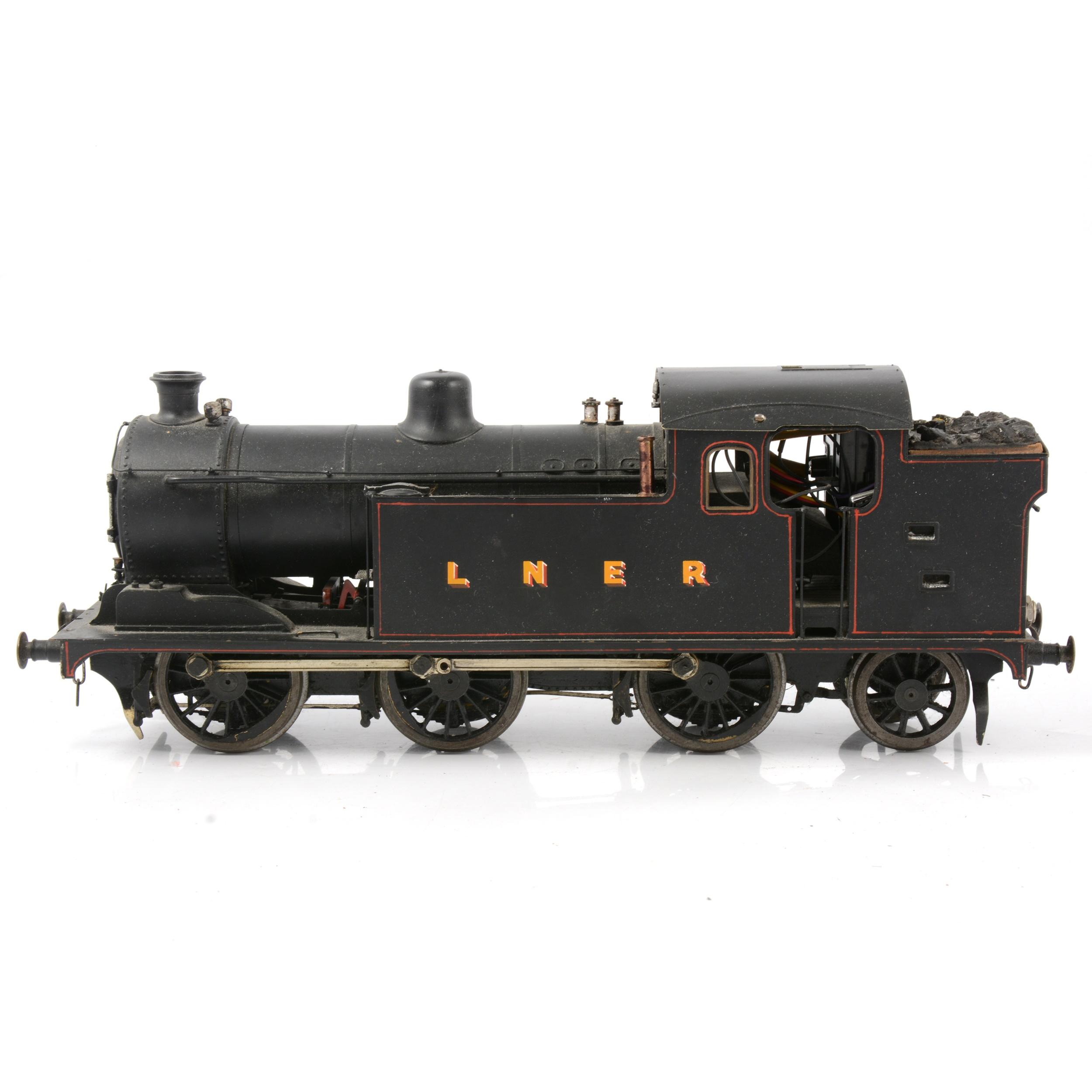 A well-built electric gauge 1 / G scale, 45mm locomotive, LNER 0-6-2 tank engine - Image 4 of 4
