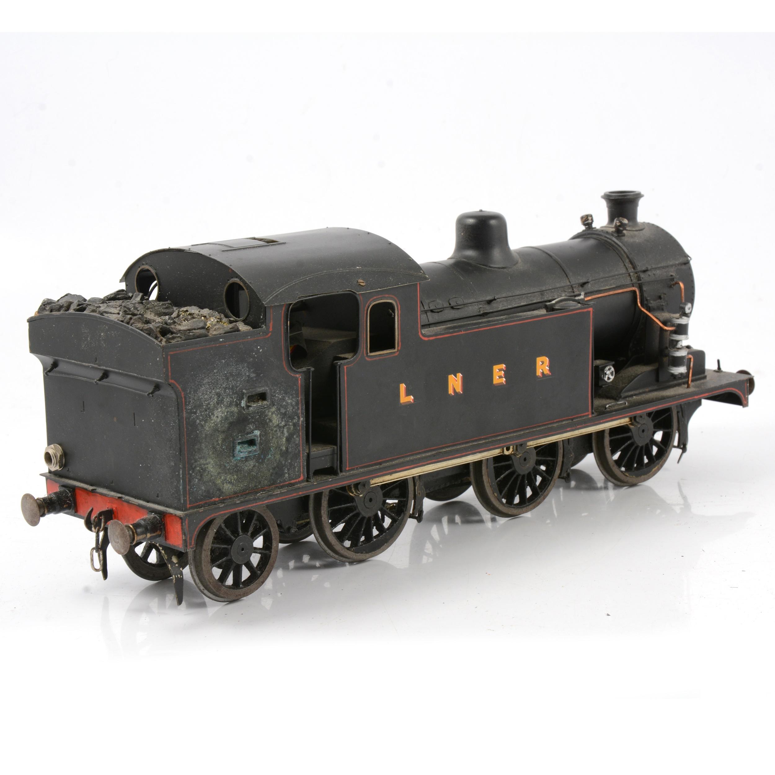A well-built electric gauge 1 / G scale, 45mm locomotive, LNER 0-6-2 tank engine - Image 2 of 4