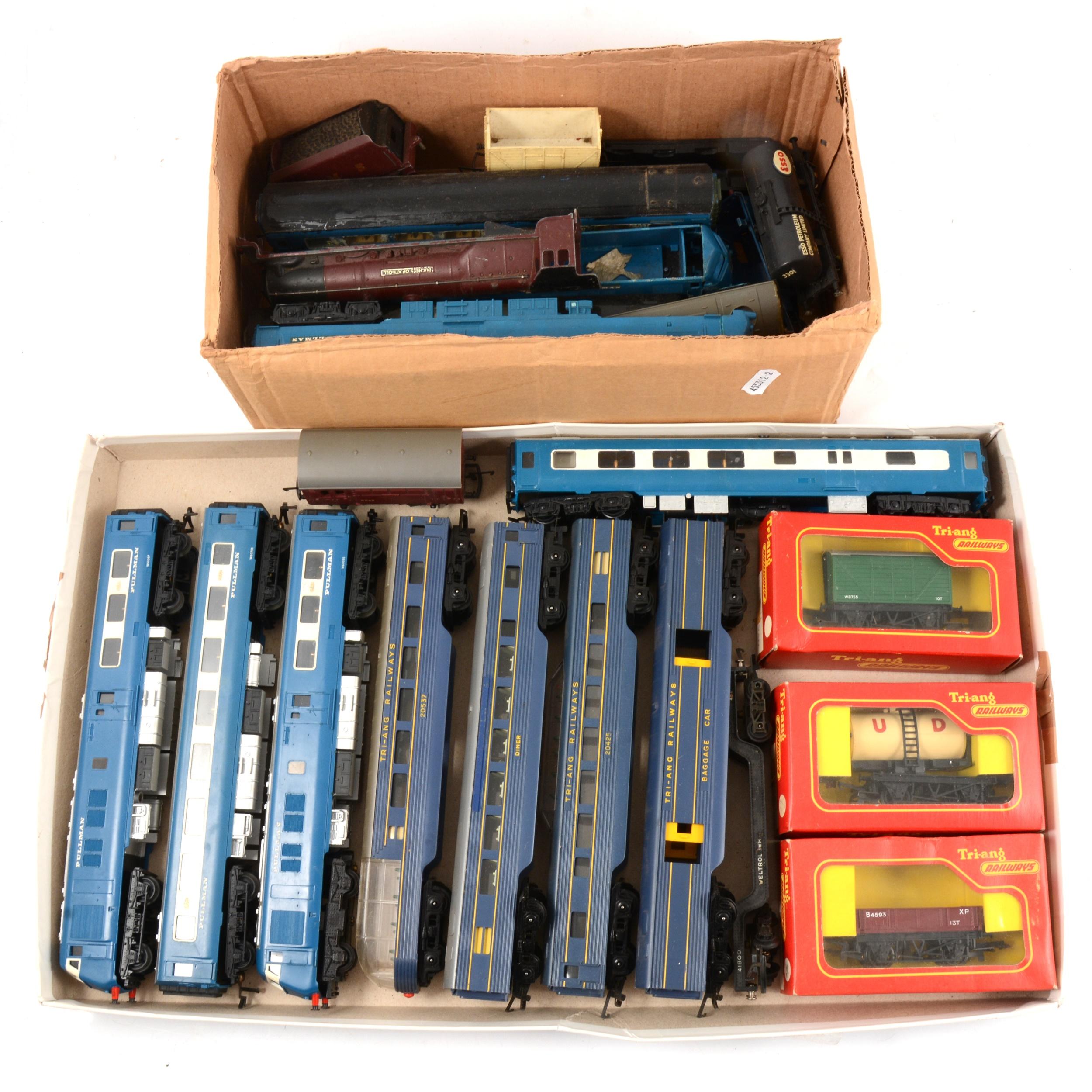 OO gauge model railways, including Tri-ang Pullman W60095, power car.