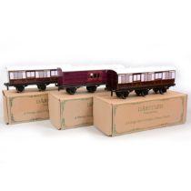 Three Darstaed Trains De Luxe O gauge passenger coaches, three 6-wheel coaches