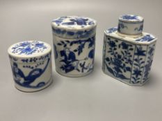 A Chinese blue and white tea canister and cover, Kangxi, 11cm, and two 19th century Chinese blue and