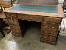 A Victorian mahogany pedestal desk, width 118cm, depth 58cm, height 72cm