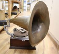 An early 20th century gramophone and horn, overall height 70cm