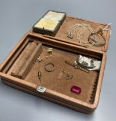 Sundry minor jewellery, including a yellow metal mounted spy glass, 68mm, marcasite brooch, seed