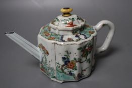 A Chinese famille verte petal-lobed teapot and cover, Kangxi period, 11cm