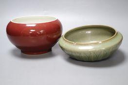 A Chinese sang de boeuf bowl and a celadon bowl, largest diameter 18cm