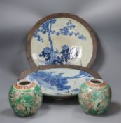 A pair of Chinese crackleglaze dishes and a pair of polychrome jars, late 19th/early 20th century