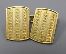A single 18ct gold cufflink, 5 grams.