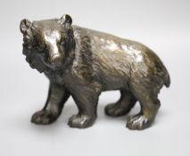 An Animalier style bronze model of a bear, length 23cm