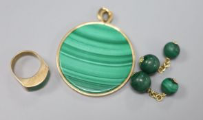 A 9ct gold and malachite ring, a similar pendant and a pair of yellow metal and malachite cufflinks,