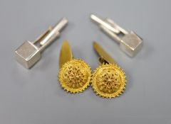 A pair of yellow metal cannetile work cufflinks, gross 6.8 grams and a pair of Peruvian Ilaria 950