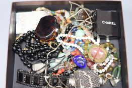 A mixed group of assorted jewellery including costume, agate necklaces, 925 rings, Blue John ring