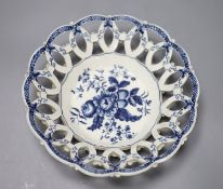 An 18th century Worcester Pinecone pattern blue and white basket, diameter 22cm