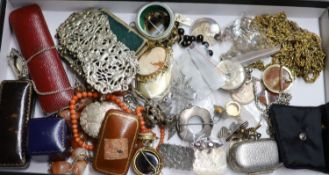 A quantity of mixed jewellery, including silver Mizpah brooch, 9ct gold ring (gross 1.6 grams), a