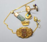 Assorted jewellery including a 9ct coronet brooch, 3.8 grams, a Victorian yellow metal mourning